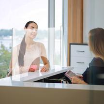 Экран защитный офисный для зоны ресепшн и сотрудников от коронавируса