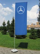 Мобильный флагшток высотой до 5 метров с основанием крестовиной и стационарным баннерным плечом (баннер-бар) для флага