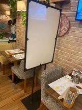 Экран защитный на стойке для ресторанов, кафе и офисов от коронавируса