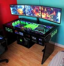 Компьютер в столе для игр и киберспорта